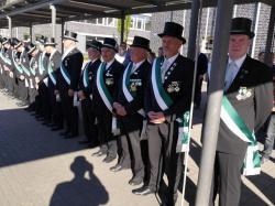 060_07-30-2017-ausholen_neues_königspaar_und_parade