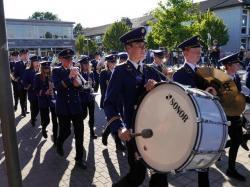 092_07-30-2017-ausholen_neues_königspaar_und_parade