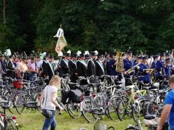 016_07-30-2017-ausholen_neues_königspaar_und_parade