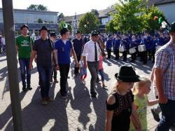 076_07-30-2017-ausholen_neues_königspaar_und_parade
