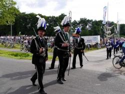 018_07-30-2017-ausholen_neues_königspaar_und_parade