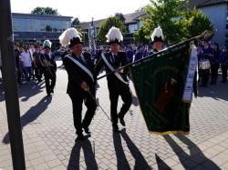 078_07-30-2017-ausholen_neues_königspaar_und_parade