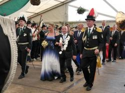 K640_089_07-29-2017-antreten-des_bataillons_ausholen_königspaar