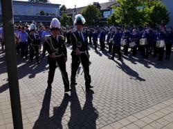 064_07-30-2017-ausholen_neues_königspaar_und_parade
