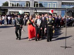 032_07-30-2017-ausholen_neues_königspaar_und_parade