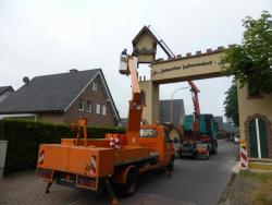 K800_06-27-28-2014-Der Aufbau der Torbögen_21